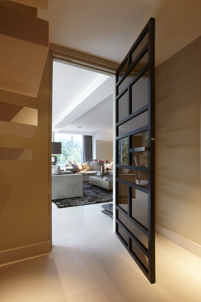 Van de woonkamer richting de hal met deuren van Bod'or - Design by Eric Kuster - Residential - Deuren: Franklin John