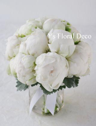 つぼみがちな白芍薬のクラッチブーケ @シェラトングランデ東京 ys floral deco