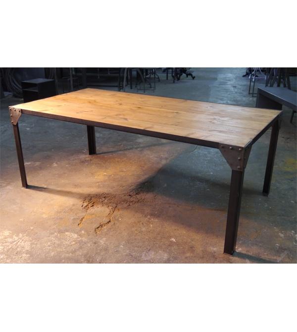 Mesa de comedor de estilo industrial de hierro y madera de for Remaches de hierro