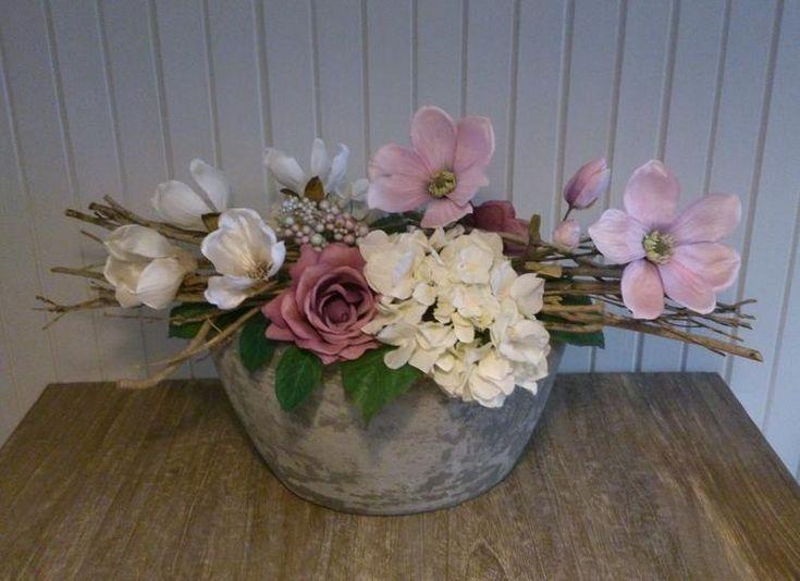 Bloemstuk van zijdebloemen
