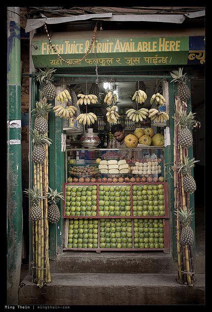 Fruta fresca en perfecto orden. Kathmandu, Nepal