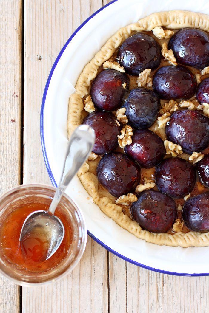 La crostata vegana di prugne e noci (storia e ricetta di Sabrine, FRAGOLE A MERENDA, www.fragoleamerenda.it)