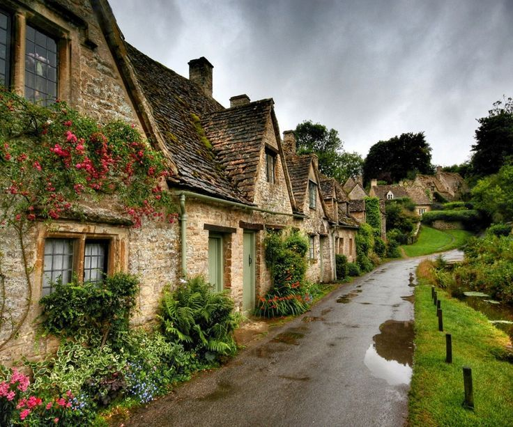 I belong here!!! Little English ? country lane road, cottages, beautiful and quaint!