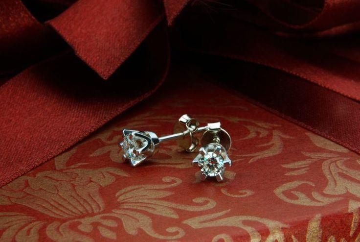 Ideal pair of white diamonds set in crown earrings.