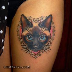 tatouage femme cuisse tete de chat