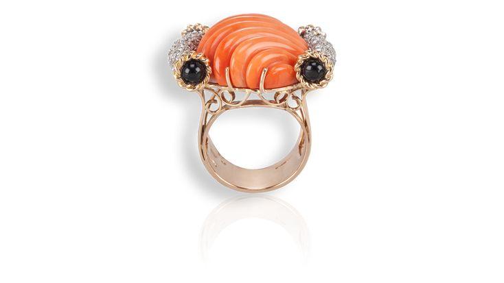 Baleani Alta Gioielleria Cod. A-TO01 - Collezione TORCHON: anello in oro rosa con corallo arancio, onice nero e diamanti.
