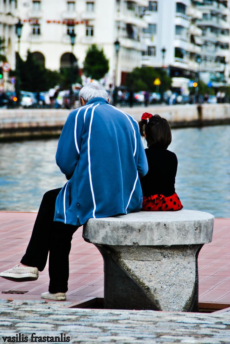 thessaloniki_port_oldman_child
