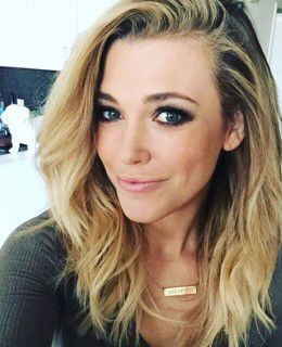 Hair and makeup on point. Rachel Platten.