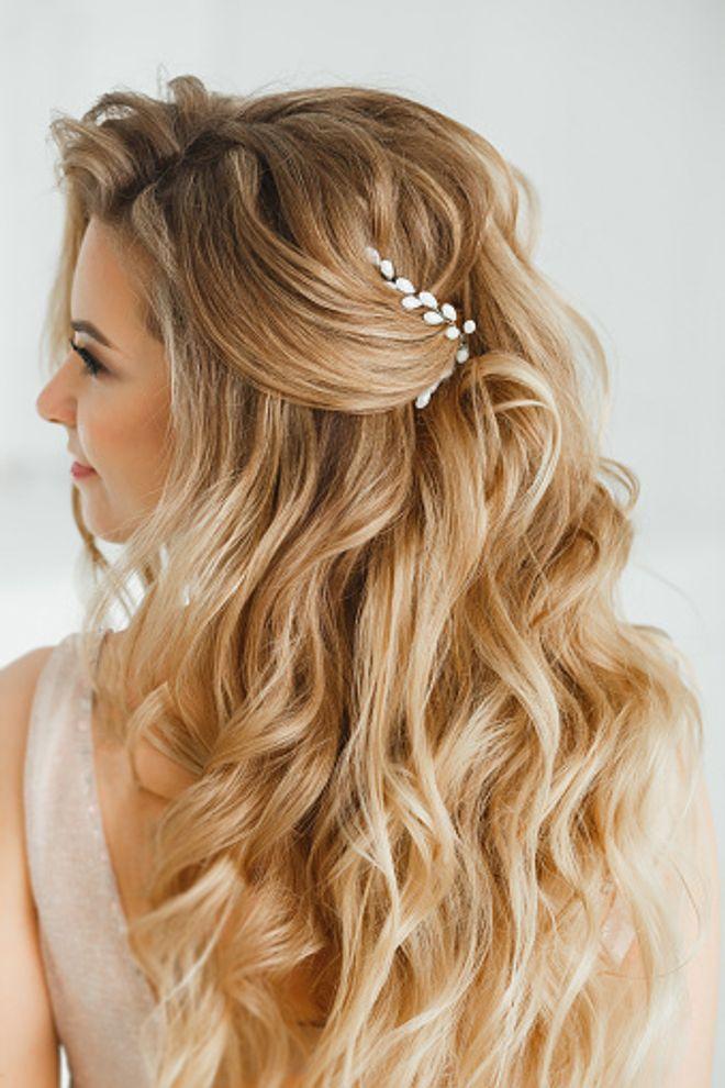 Statt Hochsteckfrisur Traumhafte Brautfrisuren Fur Offenes Haar Hochzeit Frisuren Lange Haare Frisur Hochzeit Hochzeitsfrisuren Lange Haare