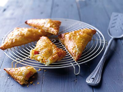 Bladerdeegfl apjes gevuld met Chamois d'Or® en gegrilde paprika's | I Love Cheese