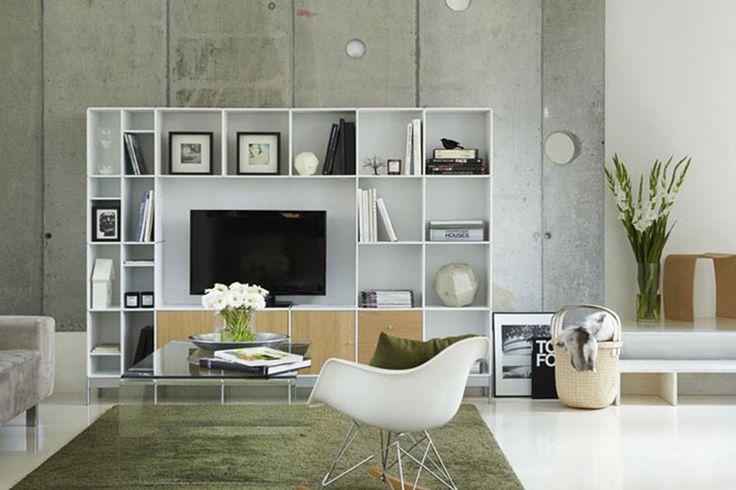 ABC Reoler: Quadrant   Wandkast meubel op metalen poten, uitgevoerd met houten deuren. #kast #televisie #tvmeubel #abcreoler