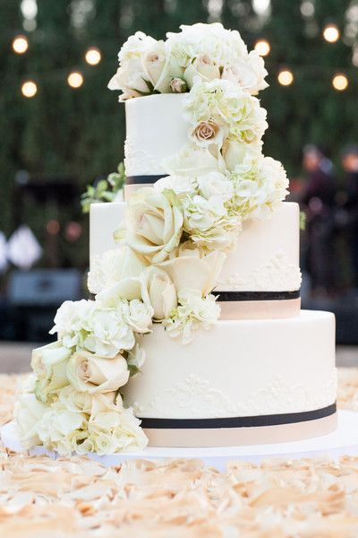 Stunningly beautiful #weddingcake: Black Ribbon, Cakes Photo, Cakes 3, Flower Cakes, Wedding Photos, Wedding Cakes, Beautiful Weddingcak, Flowers Cakes, Beautiful Cakes