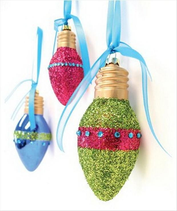 Christmas ornaments, craft ideas. A great way to use old light-bulbs!