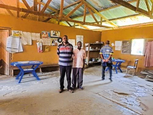 Das Paket Am 20. Juni 2016 startete unser Paket von Mettmann auf seine wundersame Reise in den Kongo. Die Spannung stieg. Per Sendungsnachverfolgung erfuhren wir eine Woche später, dass es nach Guatemala geschickt worden war; und von da aus weiter Richtung Afghanistan. Danach war es vom DHL-Orbit verschwunden.