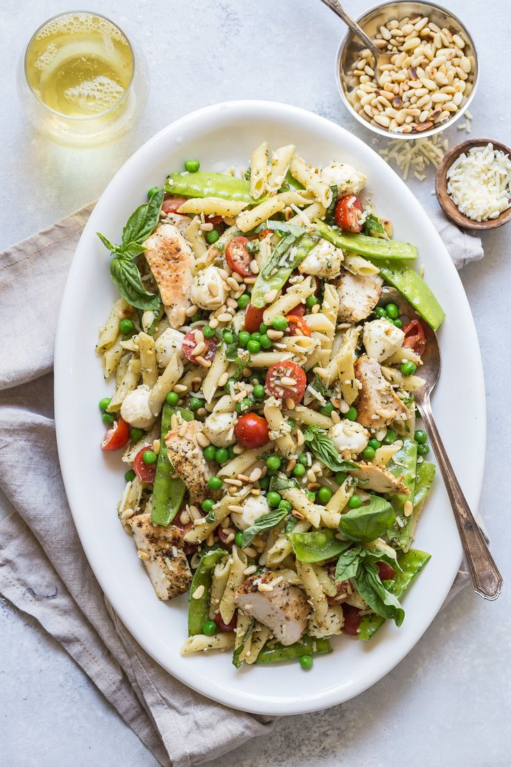 An Easy And Fresh Pesto Pasta Salad With Grilled Chicken And Peas Perfect For Easy