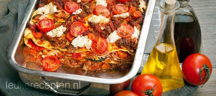 lasagne met verse tomaten, gehakt, spekjes, ricotta en basilicum