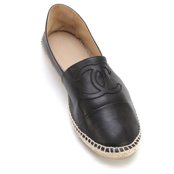 Chanel Men's Black Lambskin Leather Espadrilles Moccasin Loafer Shoe... (21.600 UYU) ❤ liked on Polyvore featuring men's fashion, men's shoes, men's loafers, mens moccasins, mens round toe shoes, mens black loafers, mens black loafers shoes and mens black cap toe dress shoes