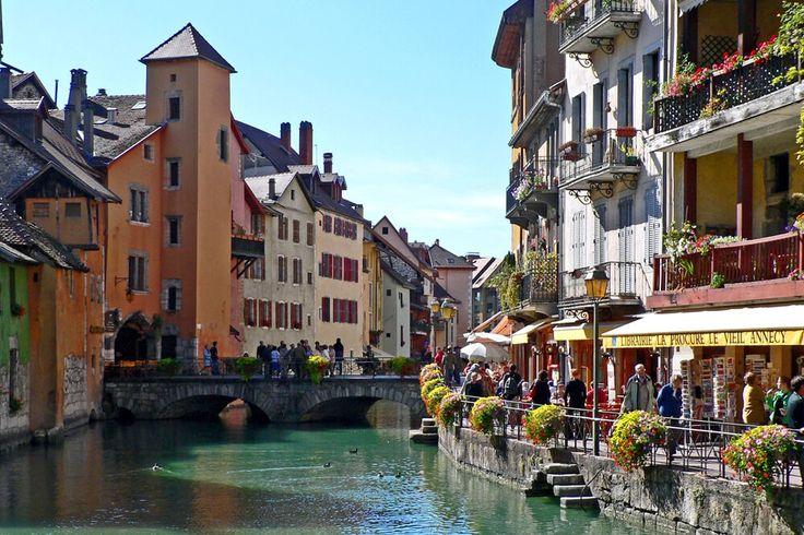 Découvrez une multitude d'activités autour du Lac d'Annecy, dans le parc des Bauges en Haute-Savoie.