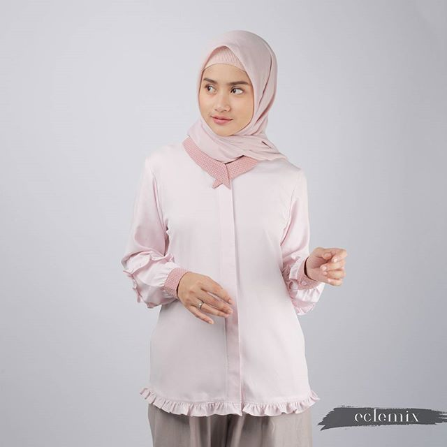 Have you seen Nicana Top in Mustard? What about this new Nicana Top color ? . Nicana Top in Blush Pink . This item now available at www.eclemix.com . Coming soon to www.blibli.com and www.hijup.com . Or reach our admin contact at  line@ : @eclemix  WA : 081326004010 . Happy shopping  . #eclemix #myeclemix #fashion #hijab #beauty #2018 #top #localbrand #bandung