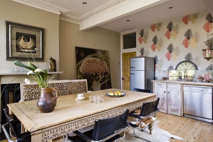 Kremowe kolory ścian w kuchni z jadalnią