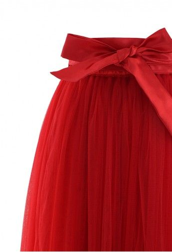 Pretty red tulle skirt - perfect for the holidays! http://rstyle.me/n/h24nvnyg6