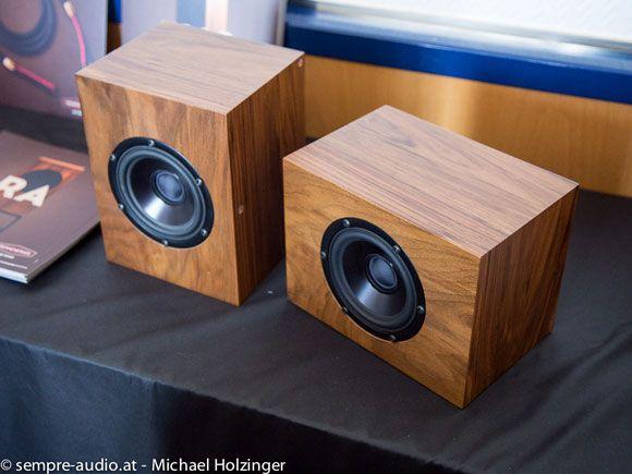 """Here comes the sun… Trenner & Friedl präsentieren neuen """"Winzling"""" Sun, ein rear-vented coax-speaker mit Mundorf-Frequenzweiche und Cardas-Anschlüssen und 4,7-Zoll Tiefmitteltöner um etwa 2500.-€"""