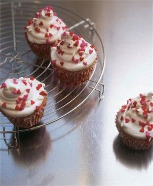 Nigella's love buns! Easiest cup cake recipe ever