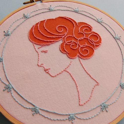 Beautiful embroidery--so elegant, I wish I spoke french to describe it.