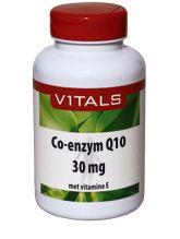 Vitals Co enzym Q10 30mg 60 capsules - Co-enzym Q10 30 mg Co-enzym Q10 is een stof die het lichaam zelf maakt, vooral ten behoeve van de energieproductie in de mitochondria (celdeeltje verantwoordelijk voor de energielevering in de cel) en vanwege zijn antioxidantwerking. Onder bepaalde omstandigheden (herstel na ziekte, overgewicht, stress situaties, medicijngebruik, onvolwaardige voeding) kan de lichaamseigen synthese van co-enzym Q10 onvoldoende zijn om de bestaande behoefte te dekken…