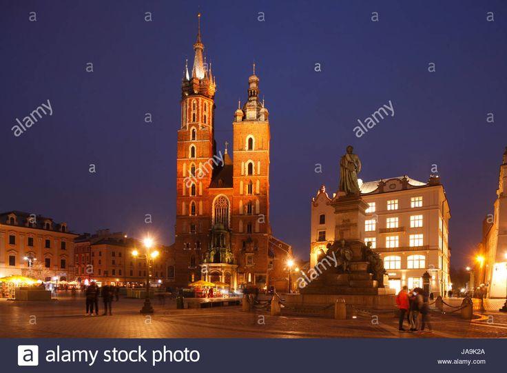 Laden Sie dieses Alamy Stockfoto St. Marienkirche auf dem Rynek in der Abenddämmerung, UNESCO-Weltkulturerbe, Krakau, Kleinpolen, Polen, Europa - JA9K2A aus Millionen von hochaufgelösten Stockfotos, Illustrationen und Vektorgrafiken herunter.