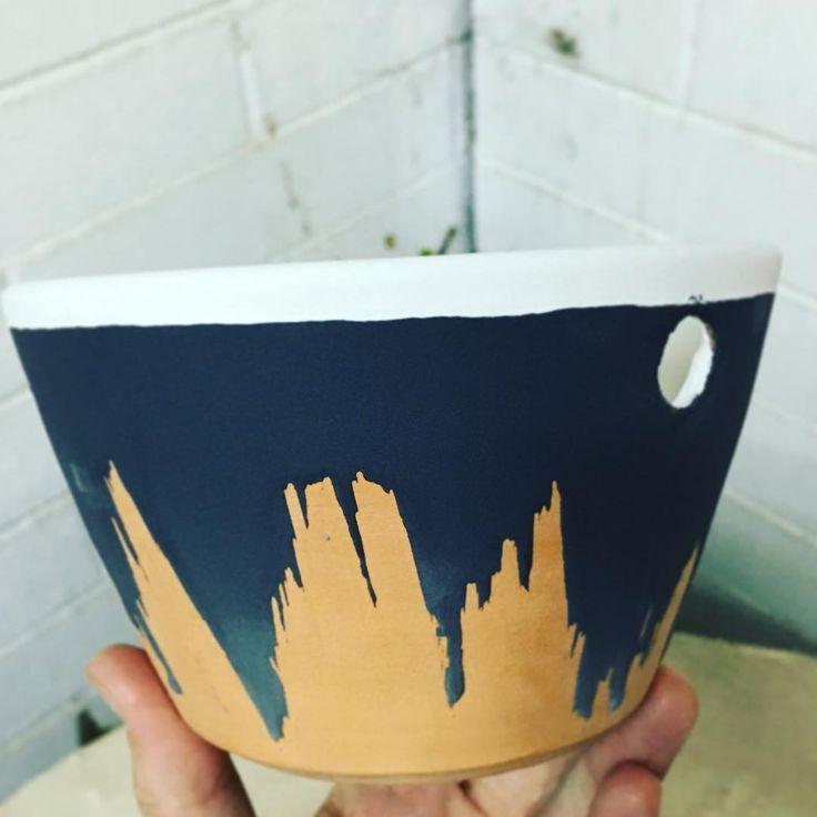 Una forma diferente de esmaltar... Preparando un regalo de cumple especial #ceramics #pottery #wheelthrown #pottersofinstagram #like #photooftheday #handmade #glaze #love #artoftheday