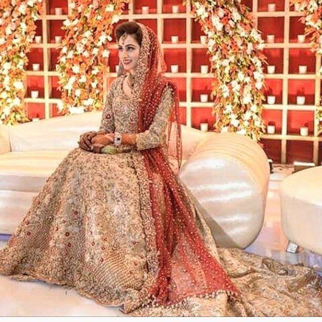 Gorgeous bride in this regal bridal attire by @republicwomenswear #pakistanistyleguide