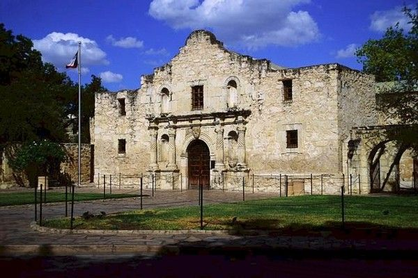Spanish mission The Alamo in Texas where Jim Bowie dies.