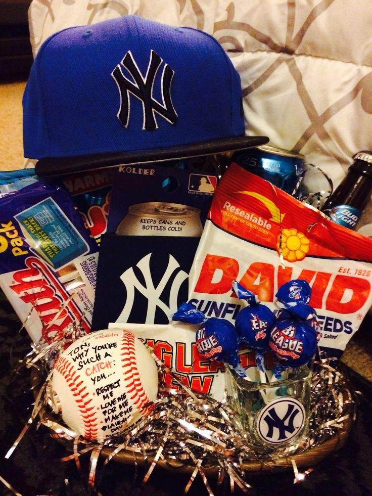 Gift basket I made for my boyfriend on our first year anni ⚾️ for the love of baseball  the yankees!