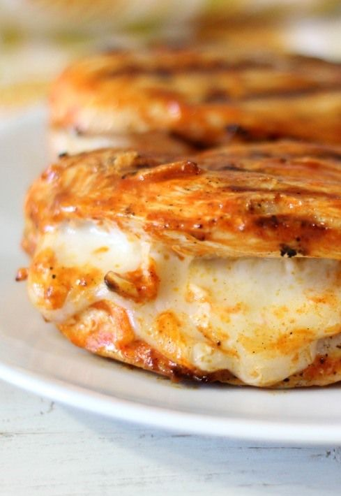 Grilled Cheesy Buffalo Chicken Recipe ~ Grilled spicy chicken breast stuffed with mozzarella cheese.... cheesy, spicy and perfect!