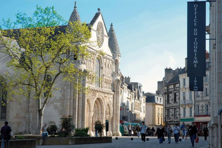 Poitiers in regalo! #ViaggiFrancia #ViaggiPoitiers #Poitiers #ViaggiCitta #CittaFrancia #RDVFrance #Rendezvousenfrance