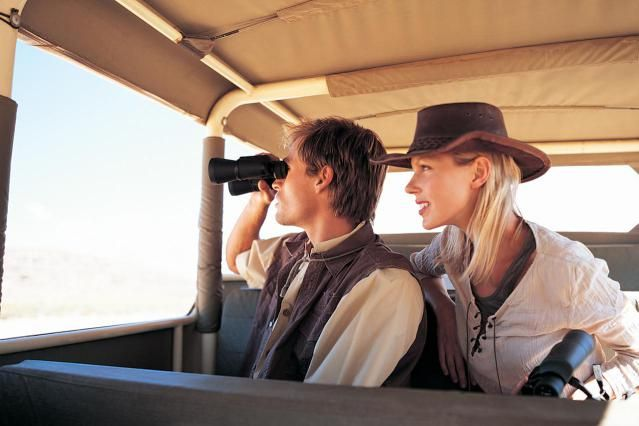 Here are some fantastic breakdowns of what you should bring on a safari for both men and women!