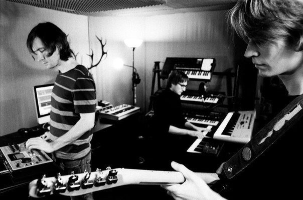 D-Pulse - для российской электронной сцены явление необычное. Нечасто встретишь группу, которая играет хаус живьем, а D-Pulse – как раз из таких. На сцене под минус идут лишь спецэффекты, а все остальное - бас, 2 гитары, клавиши – все живьем. Процессоры, клавиши, гитары и компьютер складываются в уникальное звучание, которое можно определить как живая танцевальная музыка. Такой подход к созданию музыки привлек к D-Pulse внимание многих европейских музыкантов и ди-джеев, в том числе…