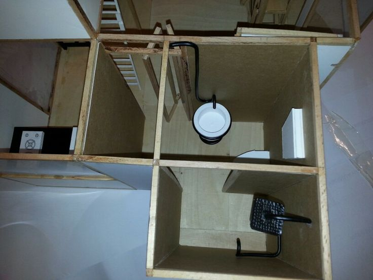Arınma alanından, pratik katlanır kapı, mat siyah su tesisatı ve lavabo tezgahı, duş hacmi görünüşü