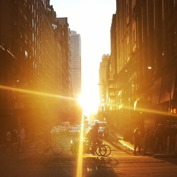 It's not exactly #manhattanhenge but there's a beautiful #sunset in #nyc today! Catch it if you can. #timeoutnewyork #LOVES_nyc