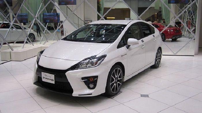 Toyota Prius All Wheel Drive Versi Terbaru - http://www.wartasaranamedia.com/toyota-pirus-all-wheel-drive-versi-terbaru.html