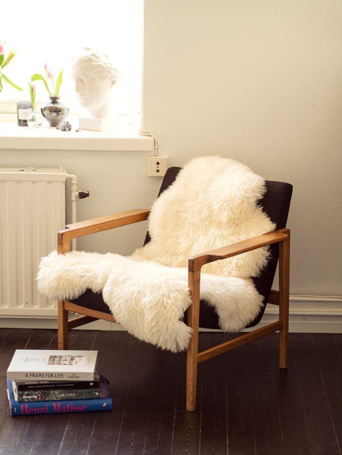 50s vintage armchair & lambskin rug // pic eevakolu.fi