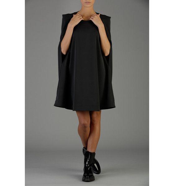 Schwarzer Umhang, Kapuzen Kleid, Winter Kleid von IllumineeBoutique auf DaWanda.com