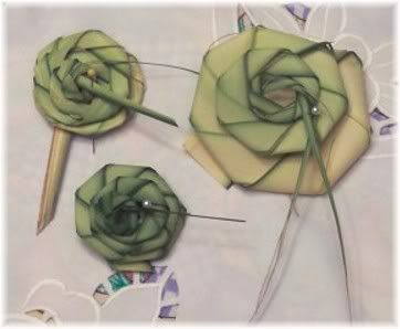Tutorial for traditional palm weaving, roses, braids, plaits, crown of thorns by Bonnie Bartley, Soapsmith