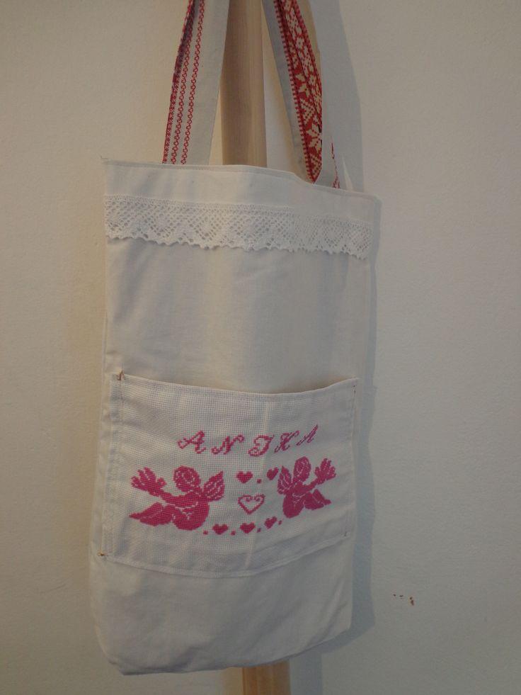 textil táska hímzéssel