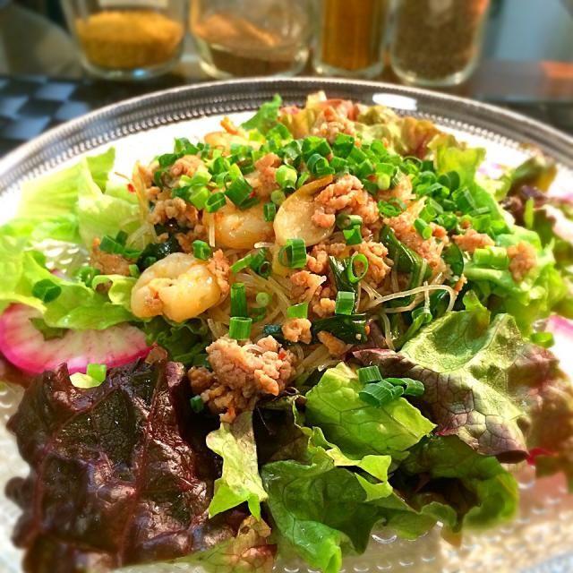 娘がどこで知ったのか、「ビーフン食べたい!」と言うので、「Snap Dish」の【レシピ・人気の料理】から探してみました。 最近、検索しやすくなりましたね〜 ケンタロウさんのレシピなので、失敗いらずですね〜ヽ(*^∇^*)ノ - 108件のもぐもぐ - ペコちゃんさんの料理                     料理家ケンタロウさんのカレースープビーフン by 1125shino