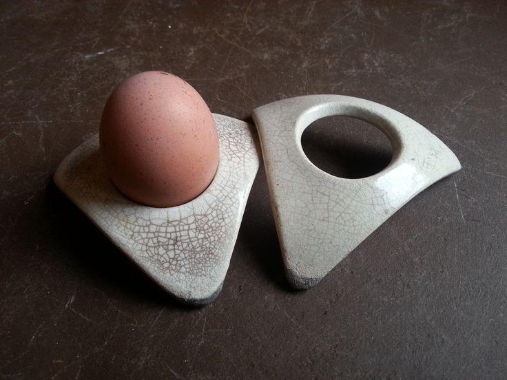 coquetier triangulaire de céramique raku blanc