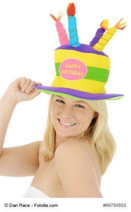 """Sammlung lustiger Sprüche für verspätete Geburtstagswünsche -   Geburtstag vergessen? Nicht gratuliert? Wie unangenehm. Aber trotzdem kein Problem.  Hier finden Sie lustige Sprüche für Geburtstagskarten oder Geburtstags-Emails, wenn der Geburtstag mal vergessen wurde… statt nur """"alles Gute nachträglich"""":"""