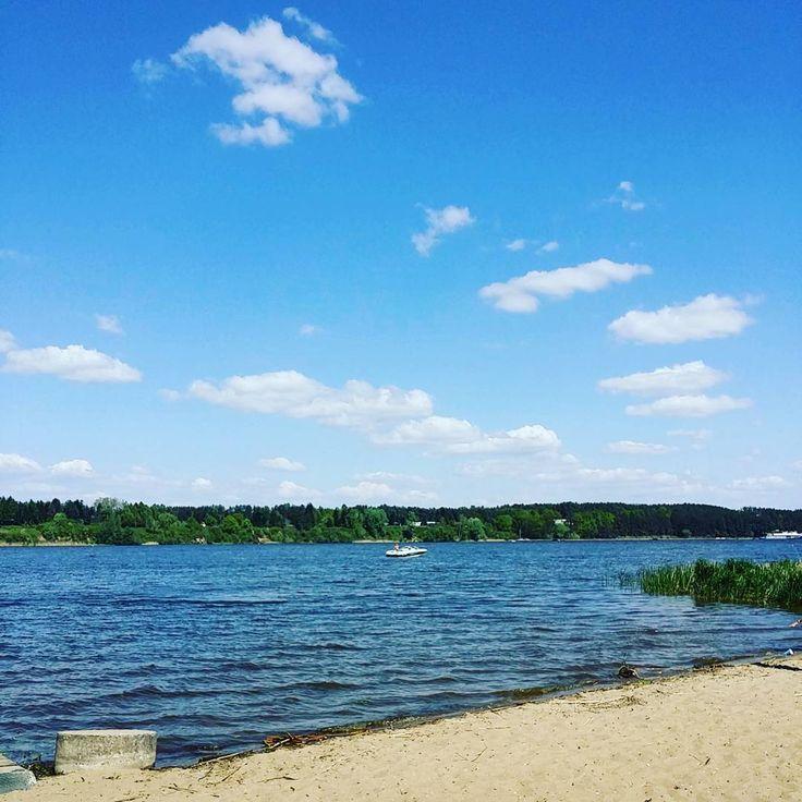 Dzień dobry. To będzie dobre życie.  #neirawypełzaznory #dzieńdobry #pięknapogoda #jezioro #plaża #Polskajestpiękna #woda #słońce #słonecznydzień #dobreżycie #goodlife #goodmorning #beautifulweather #lake #beach #water #sun #sunnyday