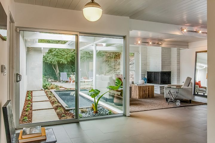 Hollywood Hills | Modern bungalow exterior, Atrium house ...